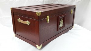 VPD Trunk - Mahogany - Side/Front View